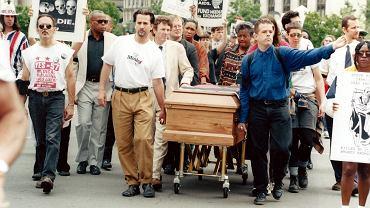 Pogrzeb polityczny ofiary AIDS