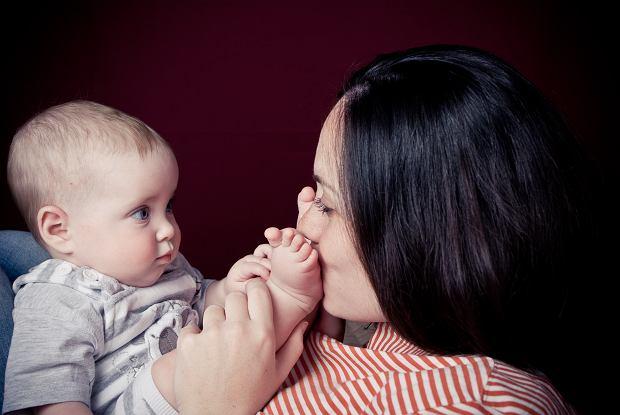 Urlop macierzyński 2021. Ile wynosi zasiłek macierzyński? Jak i do kiedy należy złożyć wniosek?