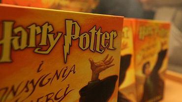 Księża z gdańskiej parafii spalili książki, m.in. te z serii o Harrym Potterze. Zdjęcie ilustracyjne