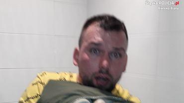Policja szuka mężczyzny, który chciał sfotografować kobietę w toalecie