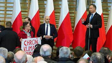 Lubartów. Aktywista  Greenpeace zakłócił spotkanie z prezydentem Andrzejem Dudą