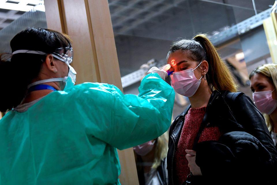 Koronawirus na Węgrzech. Badania przesiewowe na lotnisku w Debreczynie, 25 lutego 2020
