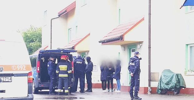 Mężczyzna zabarykadował się w bloku w Bochni i groził wysadzeniem budynku