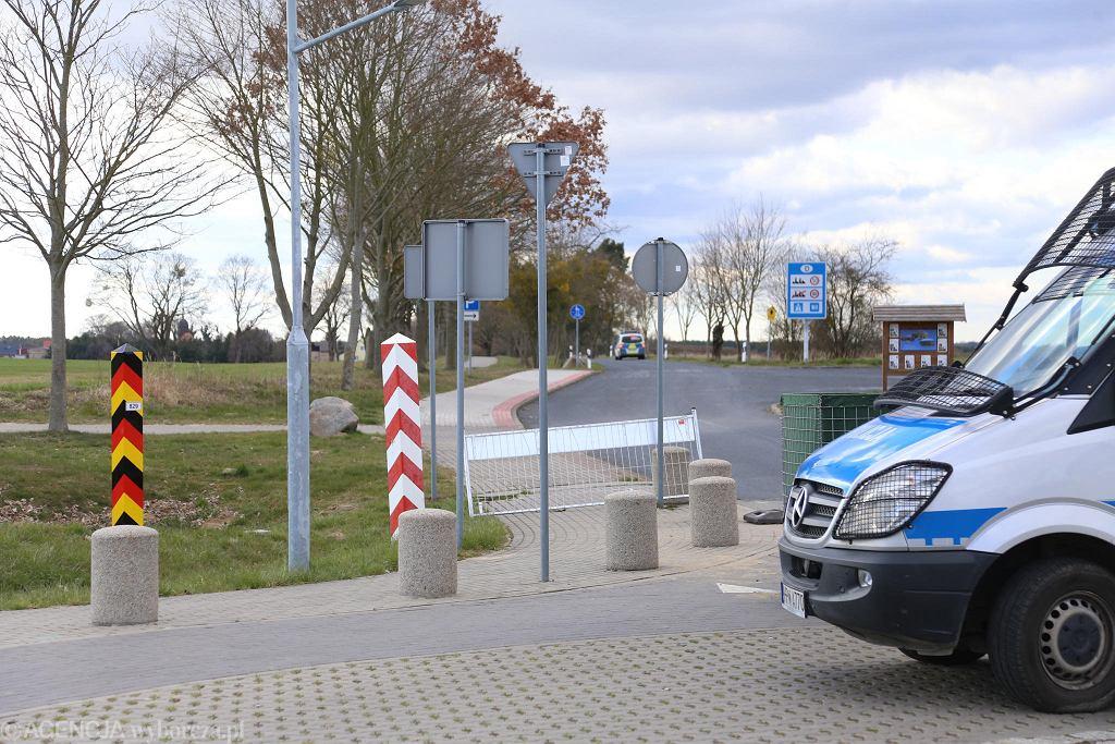 Zamknięte na czas pandemii lokalne polsko-niemieckie przejście graniczne Buk - Blankensee koło Szczecina