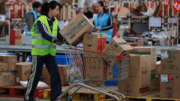 Pracownicy firmy wysyłkowej w Shenyang, Alibaba Group