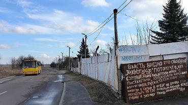 """Zdjęcie """"bloga"""" na płocie Michaiła Łukaszewicza"""