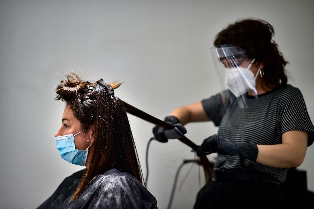 W poniedziałek w Hiszpanii otworzyły się m.in zakłady fryzjerskie
