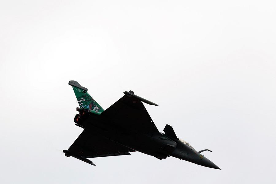 Francuski dwusilnikowy wielozadaniowy samolot myśliwski Rafale.