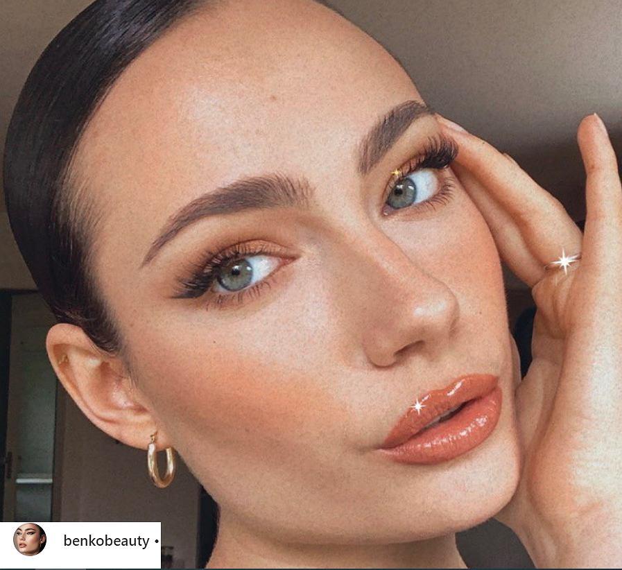 4 największe trendy w makijażu na nadchodzące miesiące. Błyszczyki wracają do łask