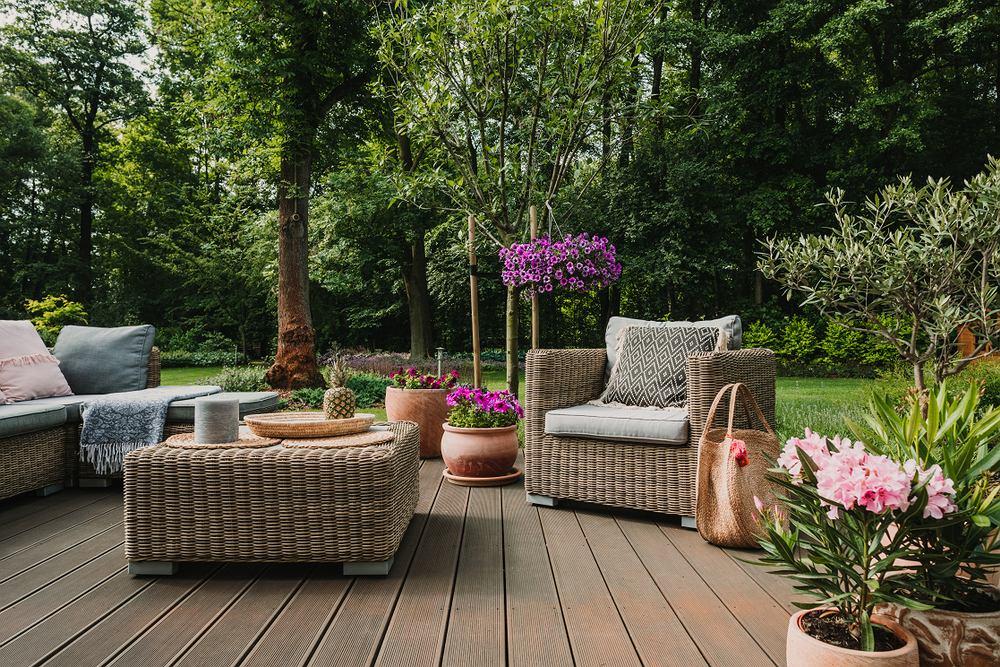 Meble ogrodowe. Zdjęcie ilustracyjne
