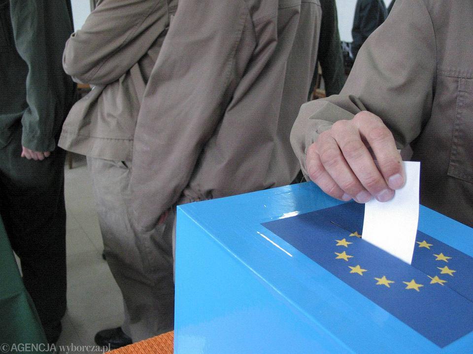 Głosowanie w referendum dot. wejścia Polski do Unii Europejskiej. 7-8.06.2003