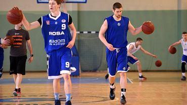 Trener Uros Ninić gościł w hali Uniwersytetu i przeprowadził zajęcia dla koszykarzy