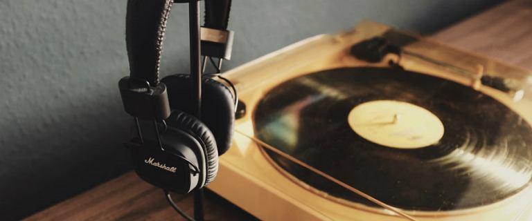Uwielbiasz słuchać muzyki? Mamy sprzęt, który wyczaruje świetną jakość dźwięku!