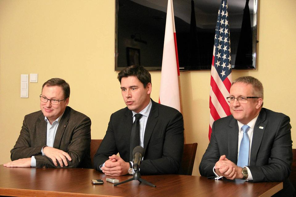 Senator PiS Grzegorz Bierecki (po lewej) i prezydent Białej Podlaskiej Dariusz Stefaniuk (w środku)