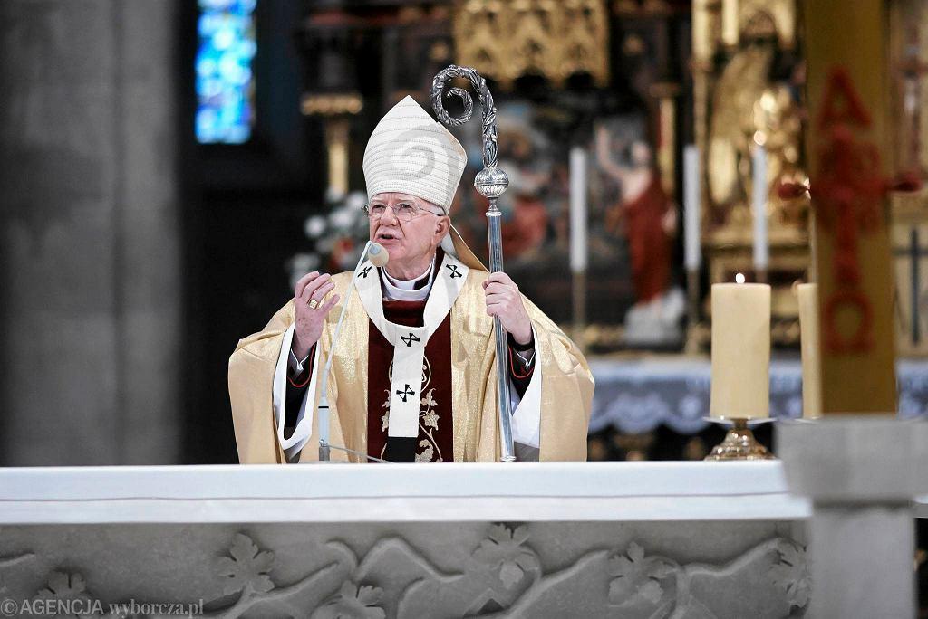 Arcybiskup Marek Jędraszewski - msza w 6. rocznicę katastrofy smoleńskiej