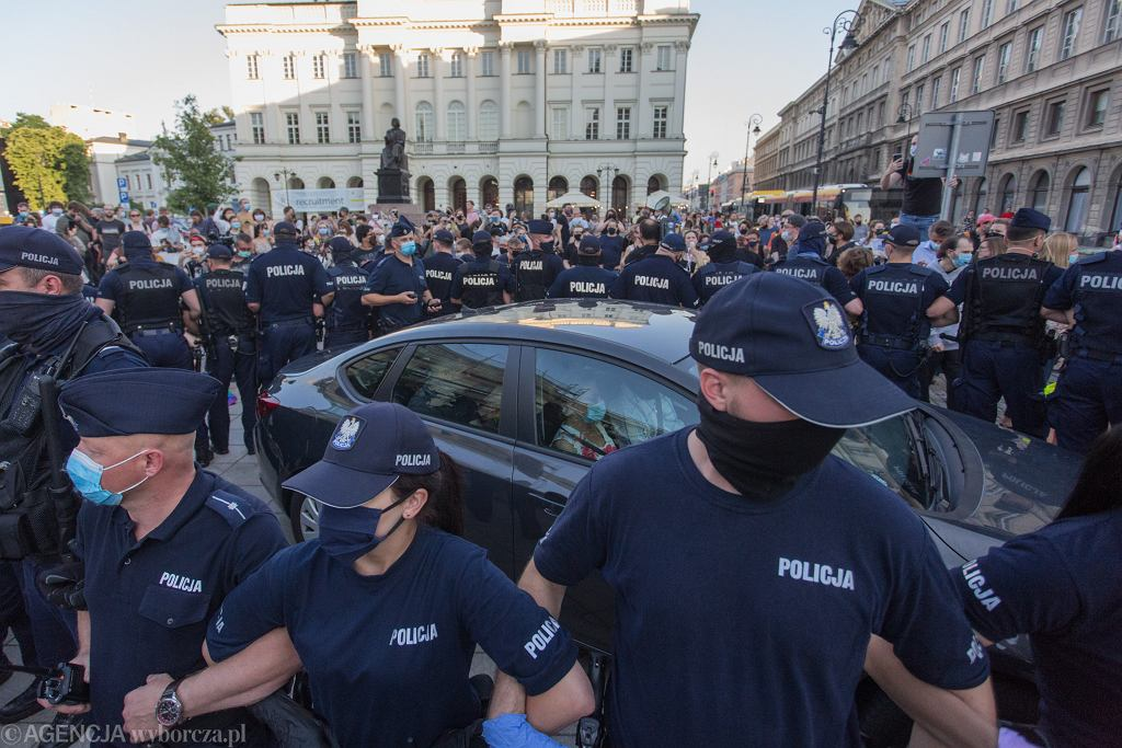 Protest na Krakowskim Przedmieściu po aresztowaniu aktywistki LGBT Margot