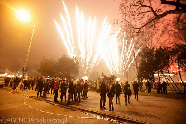 Zdjęcie numer 0 w galerii - Tysiące fajerwerków nad polskimi miastami. Tak bawiliśmy się na ulicach.