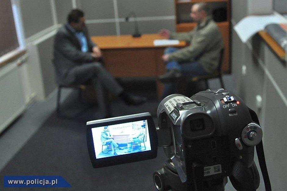 Przesłuchanie (fot. policja.pl)