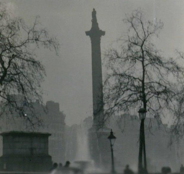 Kolumna Nelsona podczas wielkiego smogu z 1952 r. Londyn