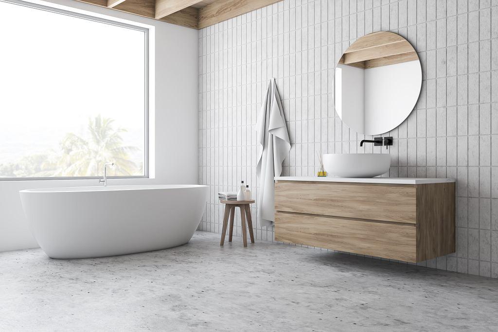 Nowoczesna łazienka z wanną wolnostojącą.
