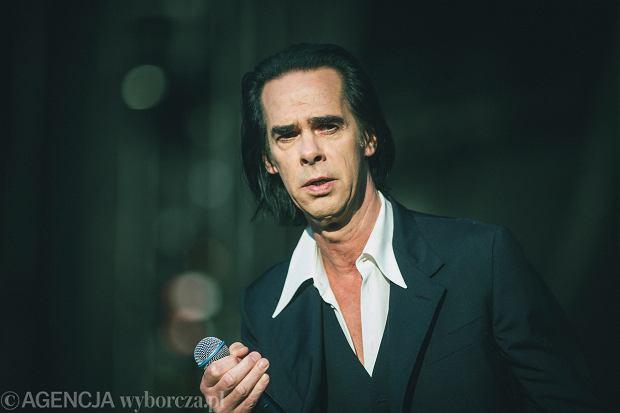 Nick Cave wydaje teksty swoich piosenek. Na okładce książki umieścił obraz polskiej malarki