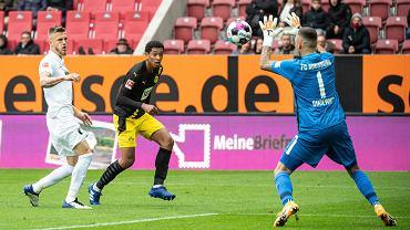 Rafał Gikiewicz w meczu Augsburg - Borussia Dortmund