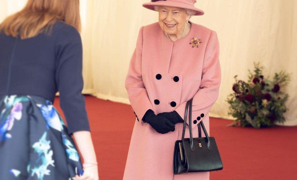 Co królowa Elżbieta nosi w swojej torebce? Tajemnica wyjawiona. Niektóre przedmioty mogą zaskoczyć (zdjęcie ilustracyjne)