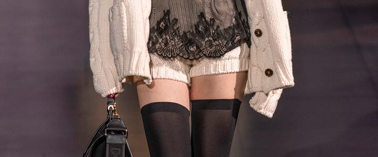 Trend alert - ten element jesiennych stylizacji podbija świat mody. Królował w pokazie Dolce-Gabbana, ale nie jest drogi