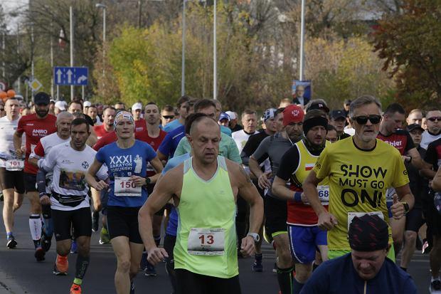 Zdjęcie numer 53 w galerii - Ponad 1200 biegaczy na starcie 37. Toruń Maraton, wygrał Łukasz Oskierko [ZDJĘCIA]