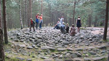 Kamienne kręgi znajdują się 1,5 km od wsi Węsiory