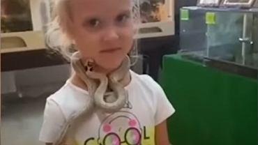 Rosja. W zoo wąż ugryzł dziewczynkę w twarz