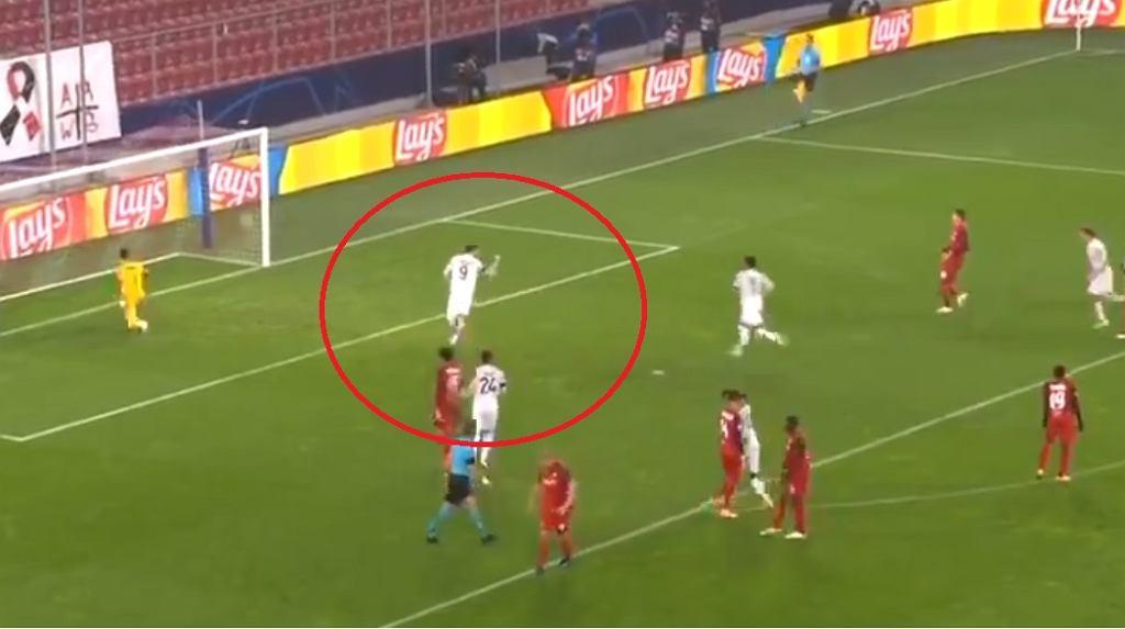 Lewandowski strzela pierwszego gola w tym sezonie LM