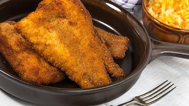 Dorsz smażony pojawia się na wigilijnych stołach jako ryba po grecku.