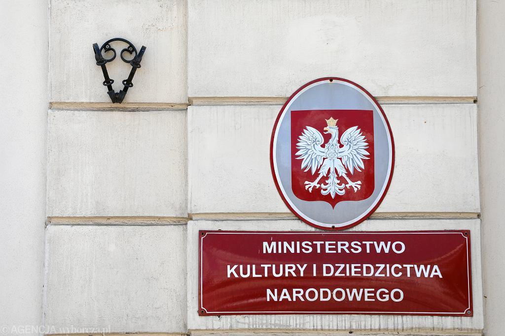 -Ministerstwo Kultury i Dziedzictwa Narodowego