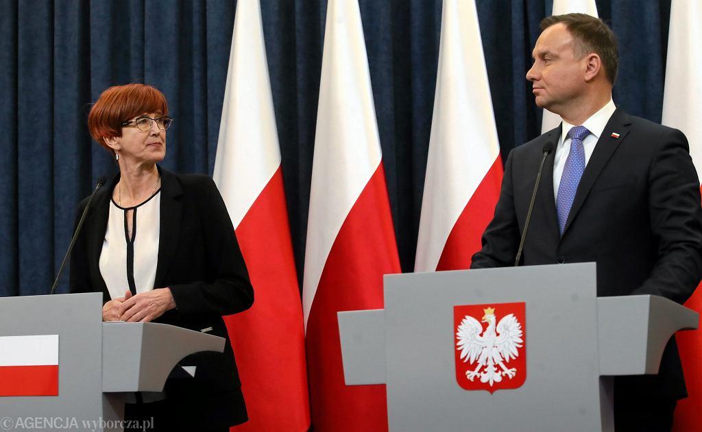 Minister rodziny, pracy i polityki społecznej Elżbieta Rafalska i prezydent Andrzej Duda na konferencji podsumowującej program 500+