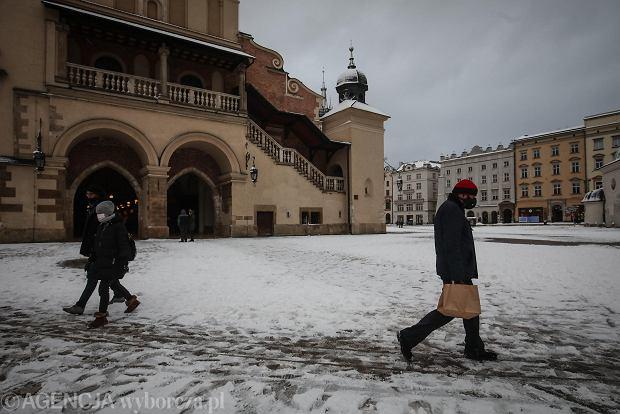 Zdjęcie numer 9 w galerii - Zima w Krakowie - śnieg przykrył ulice, domy, parki [GALERIA]