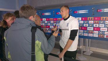Maciej Gostomski w koszulce promującej akcję Playing2
