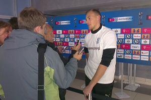 Piłkarze Lecha Poznań w specjalnych koszulkach promują akcję Playing2