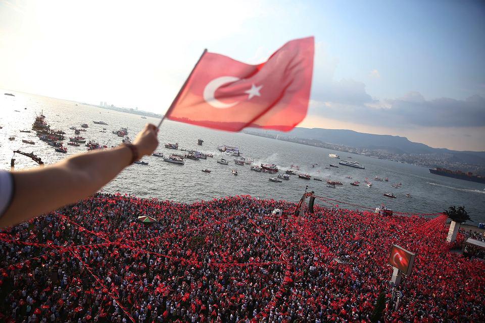 Turcja. Wiec opozycyjnego kandydata Muharrem Ince przed wyborami prezydenckimi i parlamentarnymi w niedzielę