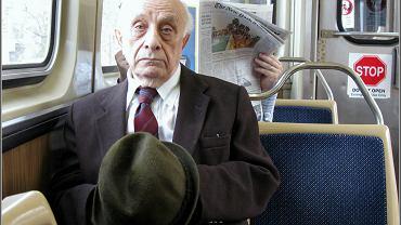 Lekarze z Wielkiej Brytanii zachęcają, by nie ustępować starszym miejsc w komunikacji miejskiej