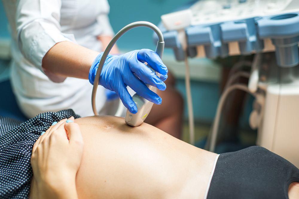 Wrodzona przepuklina przeponowa zazwyczaj rozpoznawana jest podczas rutynowego badania USG u kobiet w ciąży - wczesna diagnostyka pozwala na opracowanie najlepszego schematu leczenia
