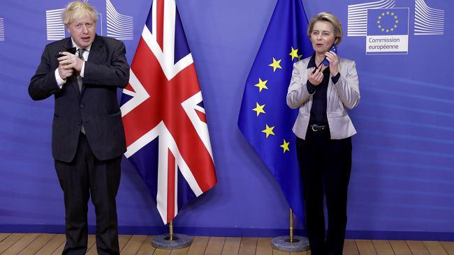 """Wielka Brytania odstąpi część """"swoich"""" szczepionek Unii Europejskiej"""