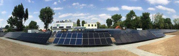 Największe w Polsce laboratorium testujące panele fotowoltaiczne, które działa w Świdnicy