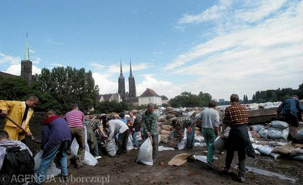 Zdjęcie numer 17 w galerii - 17 lat temu Odra zalała Wrocław. Tak wyglądało miasto [FOTO]