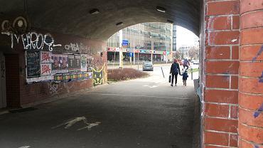 Kucharz pochodzący z Chin został pobity pod nasypem kolejowym przy ul. Świdnickiej we Wrocławiu