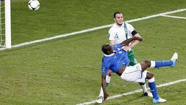 Mario Balotelli strzela gola na 2:0