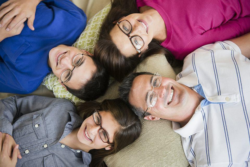 Duża krótkowzroczność jest dziedziczna. Jeśli rodzice mają tę wadę wzroku, to istnieje spore ryzyko, że ich dzieci również będą nosiły okulary