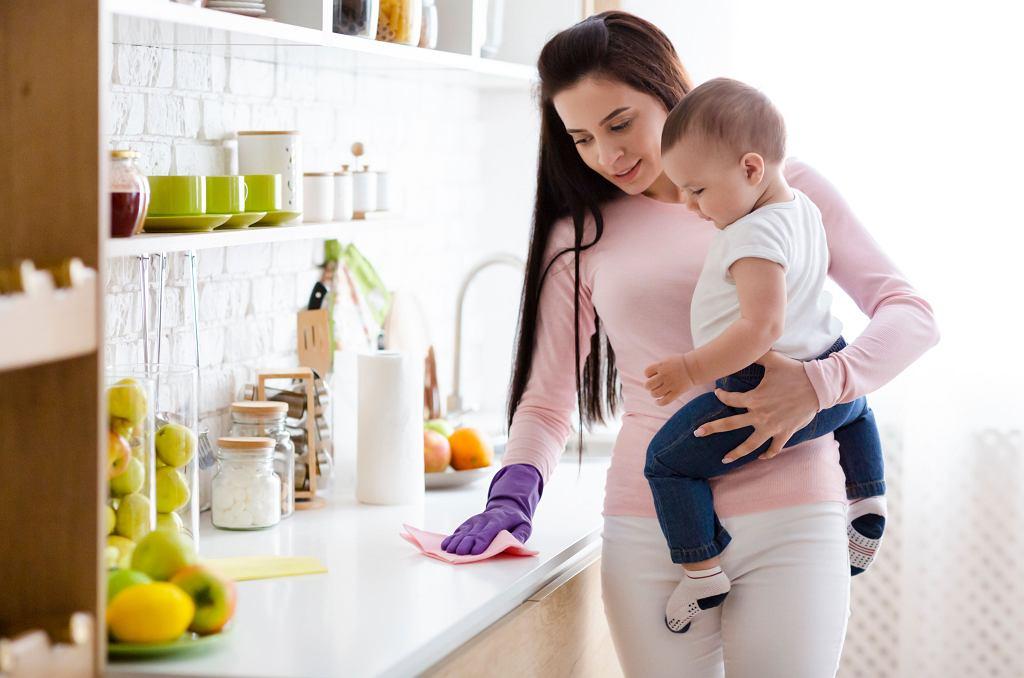 Bezpieczeństwo mikrobiologiczne, ale też stosowanie środków łagodnych dla mas i naszej żywności, to kwestie szczególnie istotne dla rodziców.