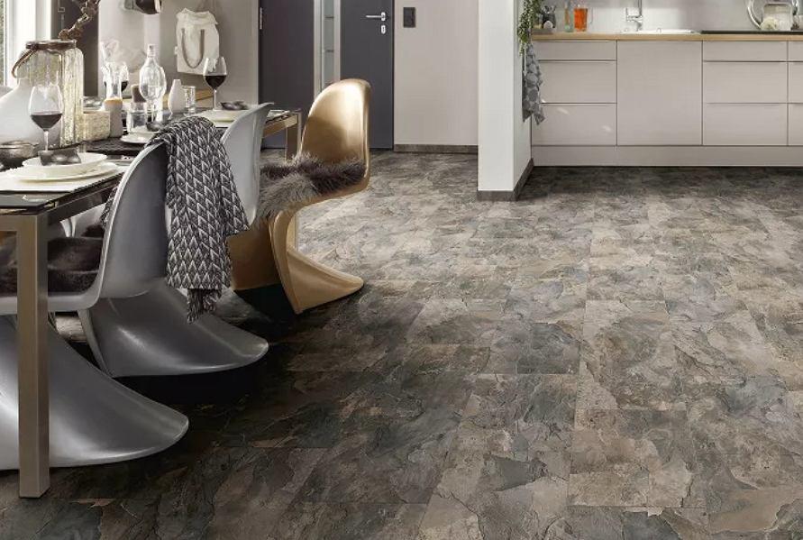 Podłogowe panele, które imitują kamień lub płytki