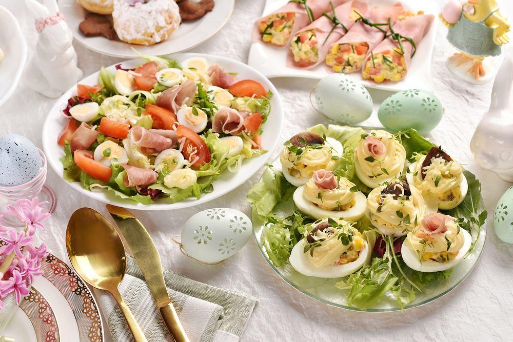Potrawy na Wielkanoc lista. Jajka faszerowane zasmakują wszystkim